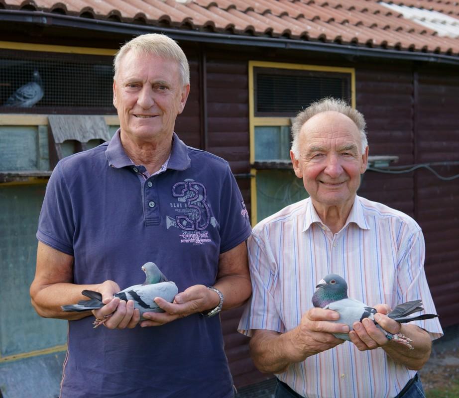 Guido Dienstbach und Konrad Meier mit ihren Brieftauben